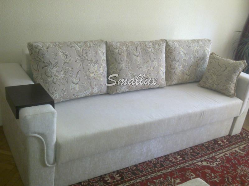 Дуэт на уютном диванчике